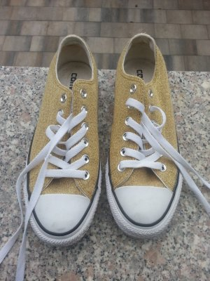 Goldene Low Converse