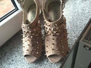 Goldene Nieten High Heels