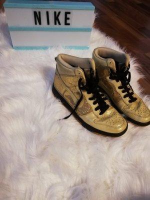 Goldene Nike's