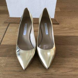 Goldene Pumps von Diane von Furstenberg