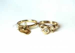 goldene Ringe mit Anhänger