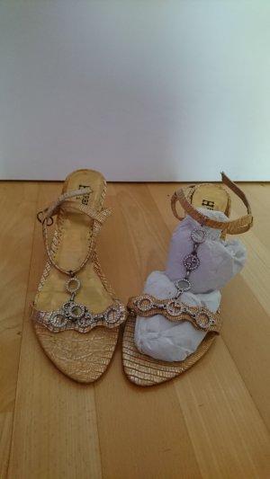 Sandales à talons hauts et lanière doré