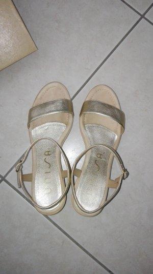 Goldene Sandalen von Unisa