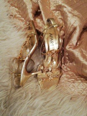 Goldene Sandaletten