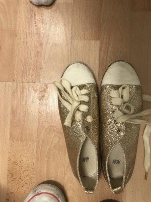H&M Sneakers met veters goud