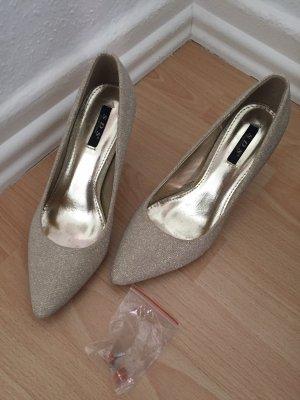 Goldene Schuhe mit 8cm Absatz