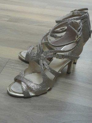 goldene Schuhen mit 8 cm Absatz