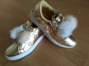 Goldene Sneaker mit Bommel
