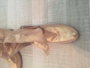 Goldene Stiefelette von Tamaris
