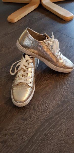 goldenen Sneaker