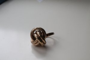 Goldener H&M Statement Ring