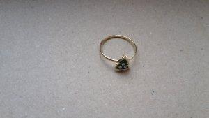 goldener Ring mit Tanne