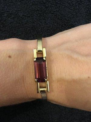 Goldenes Armband mit Stein