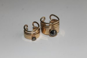 Goldenes Ringset mit Stein