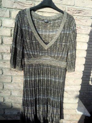 Goldenes schickes Kleid