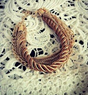 goldenes schönes armband