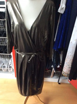 Goldenes schwer fallendes Kleid in 52