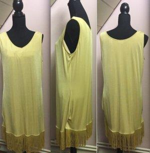 Goldenes Vintagekleid mit Fransen im 20er Jahre Style