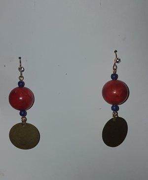 Goldfarbende Ohrhänger mit roter Holzperle und platinfarnendem Plättchen (Selbstgemacht)