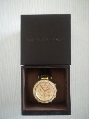 goldfarbene Armbanduhr mit schwarzem Lederband von Michael Kors