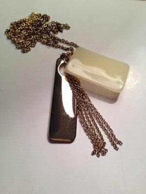 Goldfarbene Halskette mit Anhängern