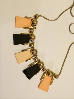Goldfarbene Kette mit schwarz / lachsfarbenen Anhängern