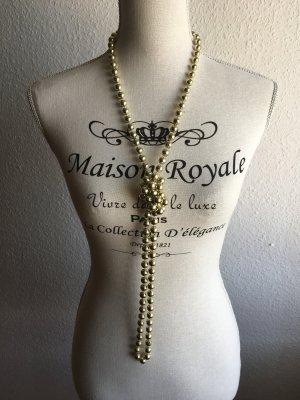 Goldfarbene lange Perlenkette