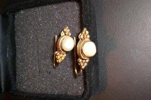 goldfarbene Ohrringe antiker Style