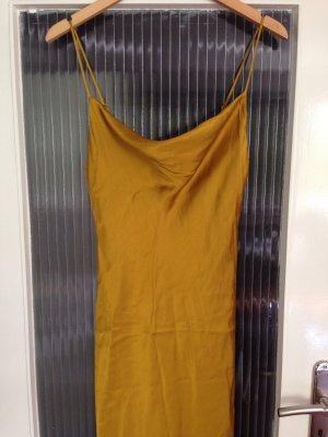 Goldfarbenes langes Kleid