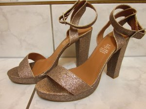 Goldglitzernde Sandaletten