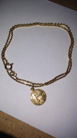 Goldkette mit Goldanhänger
