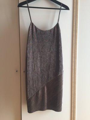 Goldmetallic Kleid von Bershka
