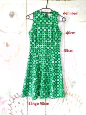 Gr. 36/38 Michael KORS Kleid grün schwarz hoher NP sehr guter Zustand Grösse 2 Masse auf Bild 1 sieht auch toll zu schwarzen hohen Stiefeln aus (auf Anfrage in Gr. 36 und 37 / 37,5  zu verkaufen) PS. Wenn's sehr eilt bitte vorher eine MItteilung schicken