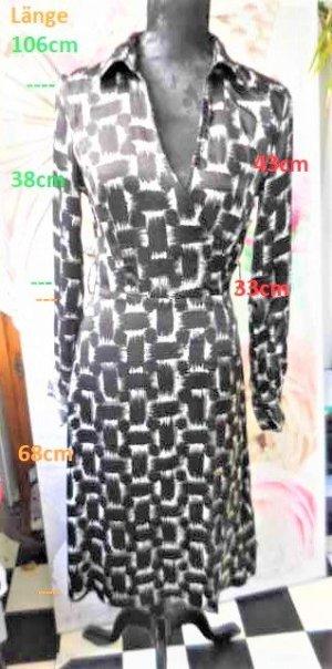 """Gr. 36 MEXX Kleid schwarz weiss Glanz sehr guter Zustand Masse siehe Bild 1 das Kleid ist nicht dehnbar, der Ausschnitt ist """"offen"""" sieht man besser auf Bild 2 Die Büste entspricht eher einer 38 darum liegt es ihr eng an"""
