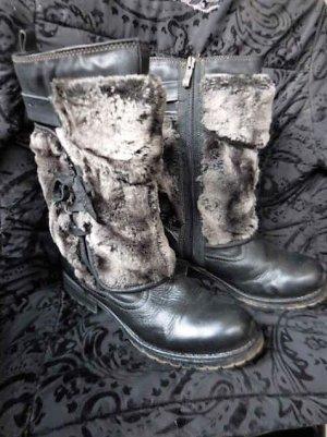 Gr. 37 / 37,5 schöne flache TAMARIS Winterstiefel warm gefüttert, guter bis sehr guter Zustand, Kunstfell, mit 25cm Innensohlenlänge fällt diese 37 eher gross aus passt wegen Einlagen nicht tolle Schuhe und viel modische Kleidung Gr. xs s m l xl habe ich
