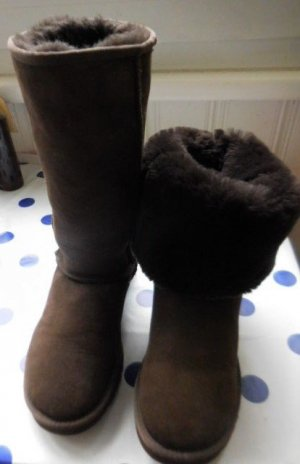 UGG Fur Boots dark brown fur