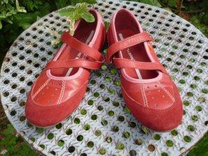Gr. 38 Kickers Leder Halbschuhe / Ballerinas flach mit Riemchen sehr guter Zustand (mehr Schuhe ud Kleider sind schon eingestelllt!!)