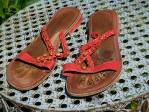 Gr. 38 orientalische rote Tamaris Leder Pantoletten Sandalen Innensohle max. 25cm bzw. 23.5 innerhalb von abgenähten Rand PS. habe noch wenige andere Schuhe in Gr. 38 die gerne wieder mal getragen werden möchten..... modische Kleidung Gr. xs s m und Tasch
