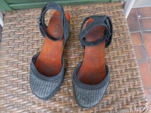Gr. 38 The ART Company Sandalen / Sandaletten blau bunter Keilabsatz Leder, sehr guter Zustand, hoher NP PS: Habe noch ein paar wenige andere Schuhe (auch von Art) in Gr. 38 die endlich mal wieder getragen werden möchten.... Kleidung und Taschen auch
