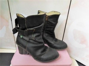 Gr. 39 El Naturalista Leder Stiefelette Shabby Chic schwarz ungefüttert sehr wenig getragen PS. Andere tolle Markenschuhe in 36-41 sind schon eingestellt