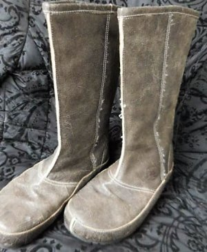 Gr. 39 warme flache Stiefel von RATON gepflegt Tibet Boot Innensohle 25,5cm leichter Shabbychic Look crackled surface, findet man nicht an jeder Ecke! Farbe schwer sich festzulegen: bräunliches Grau oder vielleicht Khaki, Schlamm