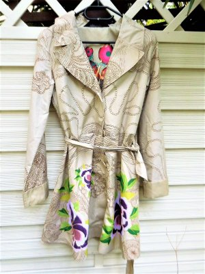 Gr. 40/42 Desigual leichtere längere Jacke /Kurzmantel schwarz weiss bunt sehr guter Zustand nur ganz selten getragen vermesse auf Anfrage  PS. Habe noch andere tolle leichte Mäntel/Jacken eingestellt