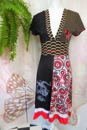 Gr. 40/42 L Desigual traumhaftes Kleid schwarz rot beige sehr mit tiefem Ausschnitt  Einfache Breite: unter der Brust 36cm oberhalb vom Rockteil 37cm Länge 100cm  schwarz, rot, grau, dunkelbeige, roter Pailletten Schmetterling  sehr guter Zustand