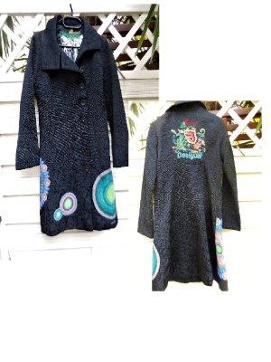 Gr. 40 Desigual Mantel schwarz bunt, siehe Masse auf dem Foto  ideal im Übergang und an nicht ganz so kalten Wintertagen, sehr guter Zustand