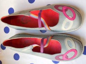 Gr. 40 Leder Halbschuhe flach hellblau lila pink weiss sehr guter Zustand nicht oft getragen PS: Habe noch ein paar wenige andere Schuhe die endlich mal wieder getragen werden möchten.... Kleidung und Taschen auch