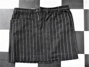 Gr. 40 Ralph Lauren Nadelsteifen Rock  Länge 37cm Bund einfach 42cm festerer Baumwollstoff (etwa  so dick wie Jeans) sehr guter Zustand jedoch sieht man dem Schwarz an, dass er gewaschen wurde (nur ganz wenig, nicht stark aber halt etwas), der Rock wirkt