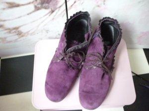 Gr. 40 VITAFORM Violette Wildleder Stiefeletten Komfort Fussbett hoher NP gegen 150Euro eher für weiten Fuss guter bis sehr guter Zustand PS: Habe noch ein paar wenige andere Schuhe die endlich mal wieder getragen werden möchten.... Kleidung und Taschen