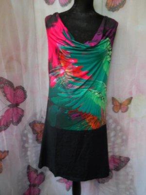 Gr. 42 Smash Tunika/Kleid elastisch, der Blickfang ist der Halsausschnitt (also lenkt es von allfälligen Bauchröllchen ab - wenn man denn welche hätte) Sieht kurz getragen zu Leggins super aus, als Minikleid sollte es nicht zu eng sein.