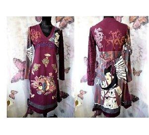 Gr. 42 traumhaftes lila/dunkelrotes Kleid im Desigual Style, ein Blickfang in sehr gutem Zustand, Material wie Tshirt also etwas elastisch. PS Viele tolle Kleidungsstücke (auch mehr von Desigual) in Gr. XS S M L Schuhe und Taschen sind schon eingestellt,