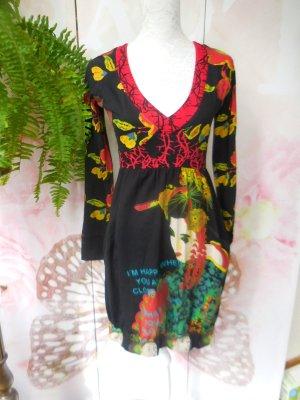 Gr. S/M Desigual Kleid sehr guter Zustand die pinken Blumen hinten sind gestickt hoher NP mehr tolle Teile (auch von desigual) sind schon eingestellt